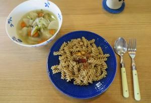 フジッリのペペロンチーノとスープ
