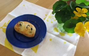 オリーブ入りパン