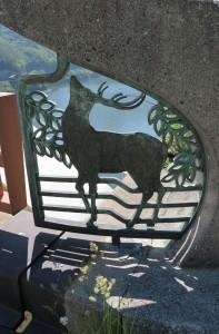 ろくめいきょうおおはしの鹿のレリーフ