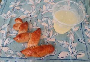 ナッツのパンとレモネード