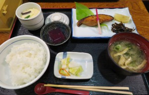銀鱈の醤油漬け定食